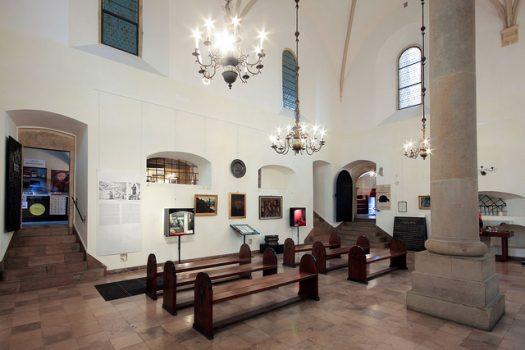 Gli interni della Sinagoga Vecchia, nel Quartiere Ebraico di Cracovia