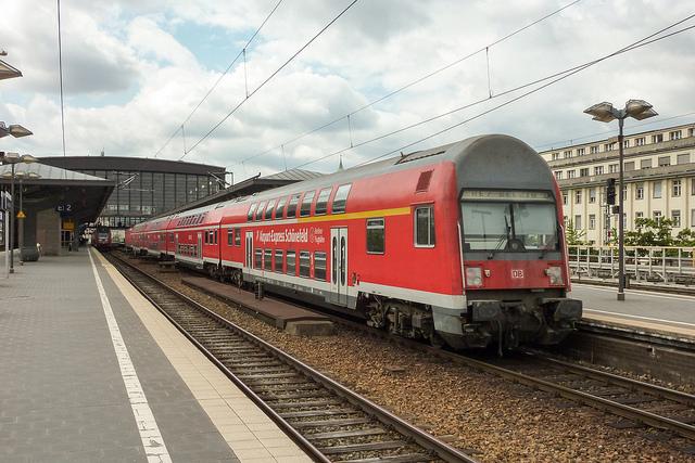 Treno Airport Express che conduce in centro a Berlino in soli 30 minuri