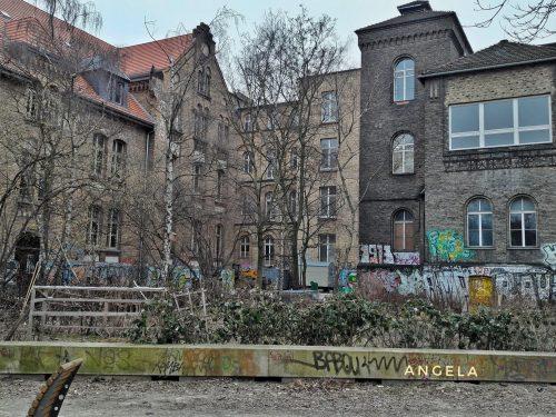 Una delle facciate del centro sociale